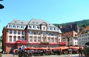 heidelberg_marktplatz_rathaus_sommer